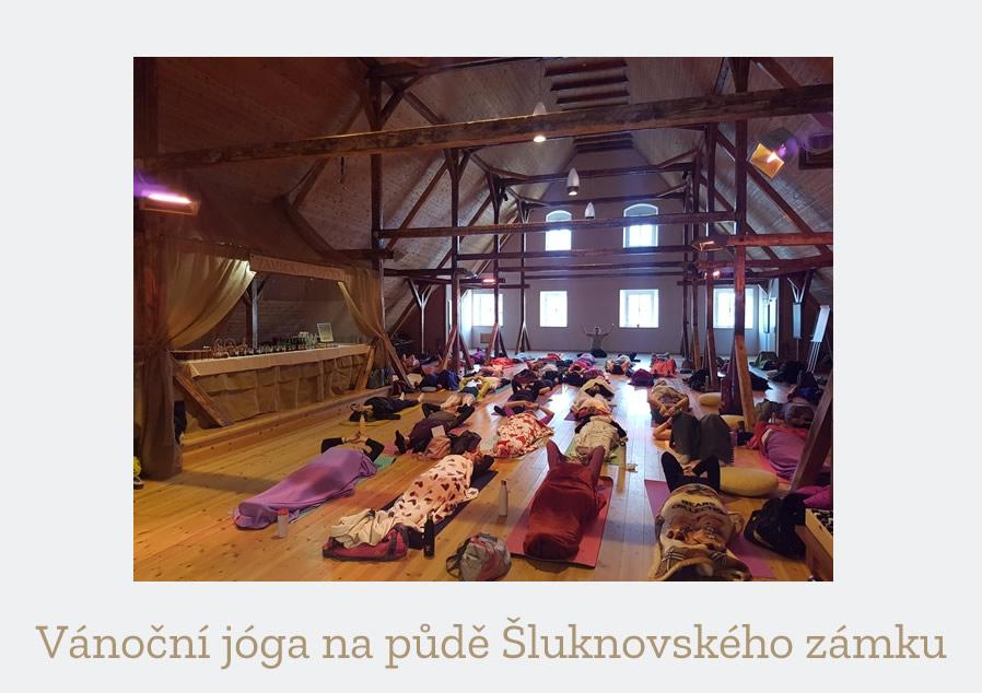 Vánoční jóga na půdě Šluknovského zámku